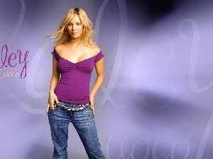 Kaley Cuoco, decolletage, jeans, tunic