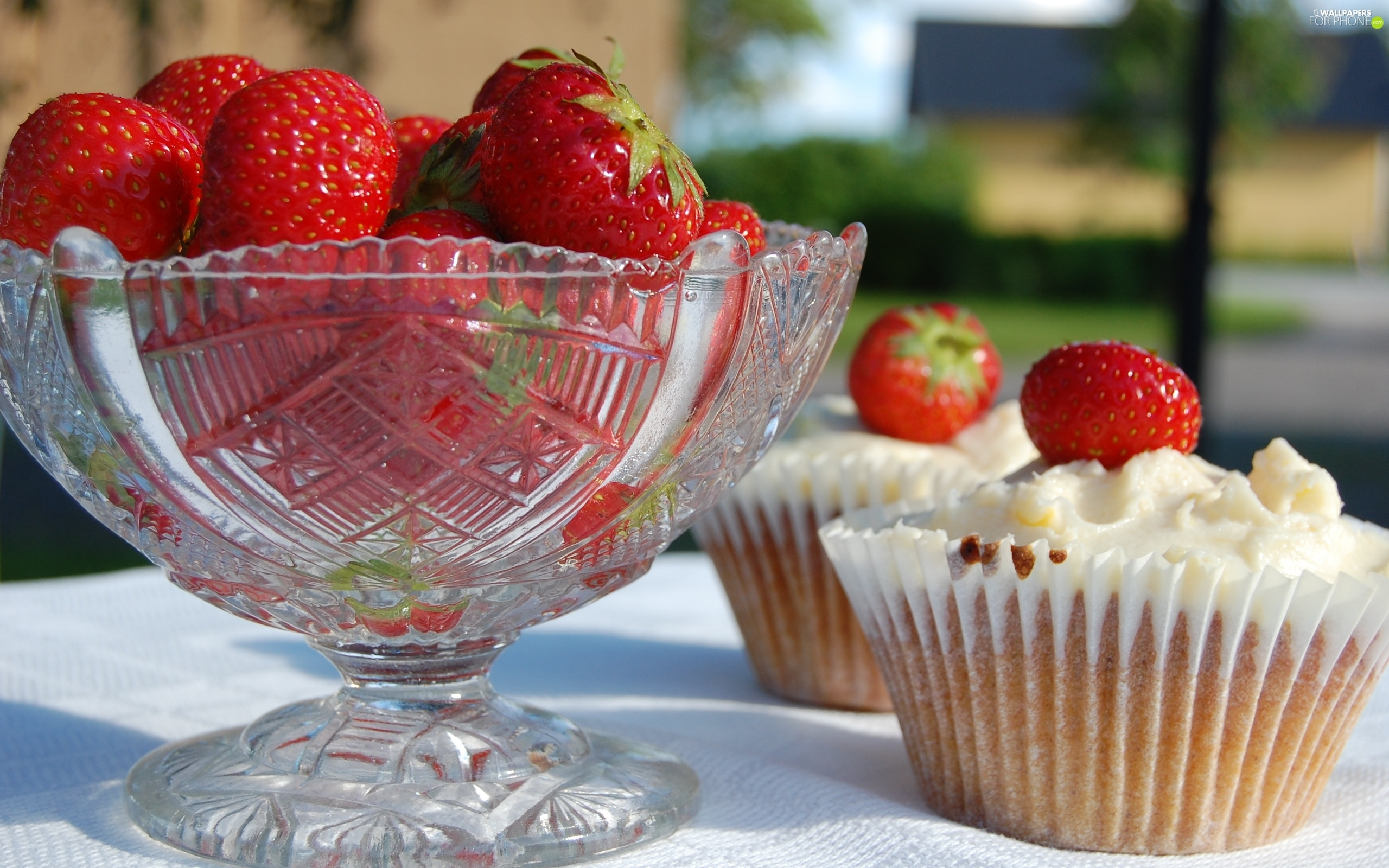 crystal, strawberries, Muffins, Bowl